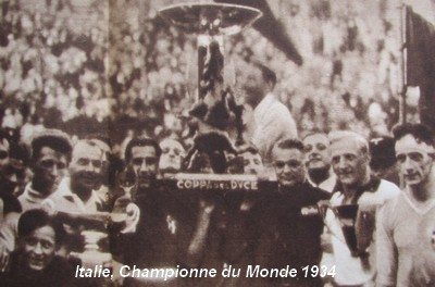 The Italian winners with the monumental Coppa del Duce.